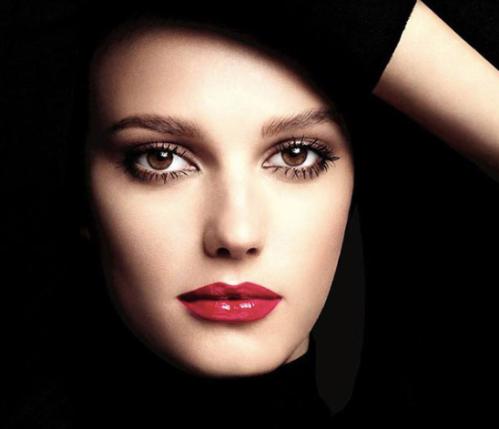 Chanel Rouge Allure Gloss model shot
